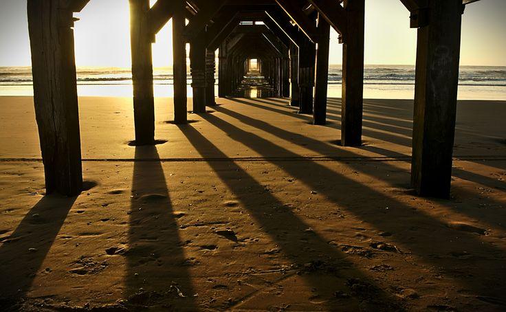 Sombras debajo del muelle by Coco PQZ on 500px