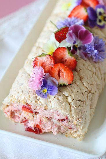 Budapest-leivoksessa yhdistyy marengin makeus ja täytteen raikkaus. Voit tehdä leivoksen joko hasselpähkinästä tai mantelista, kumpik...