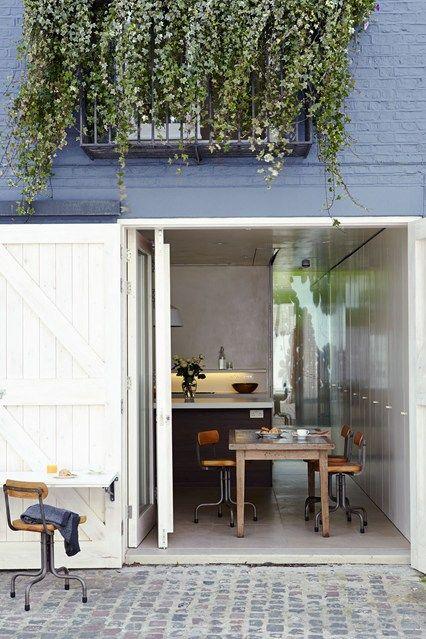 Fold-Down Table in Mews House - Kitchen Design Ideas (houseandgarden.co.uk)
