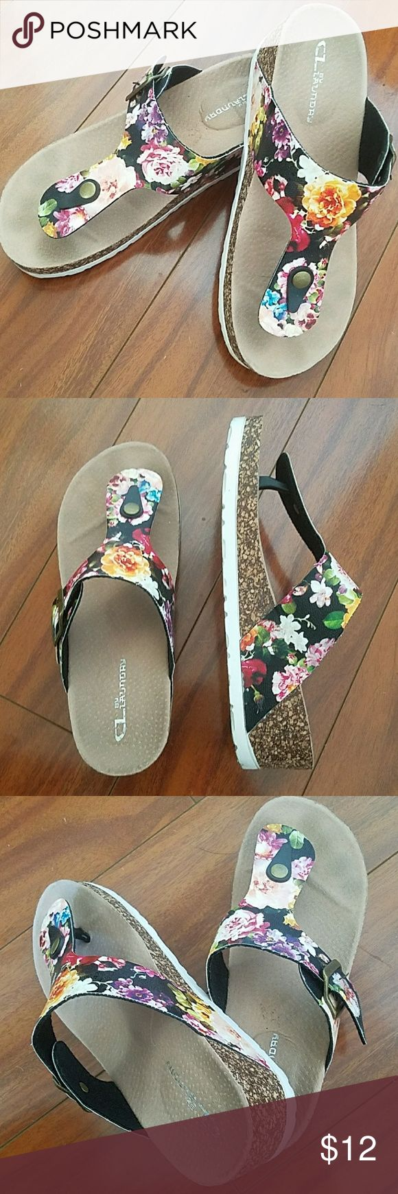 🆕Floral slippers Like new. Floral print slippers great for adding flare to your outfit. Rarely used. Feel free to ask any questions prior to purchase. Shoes Slippers