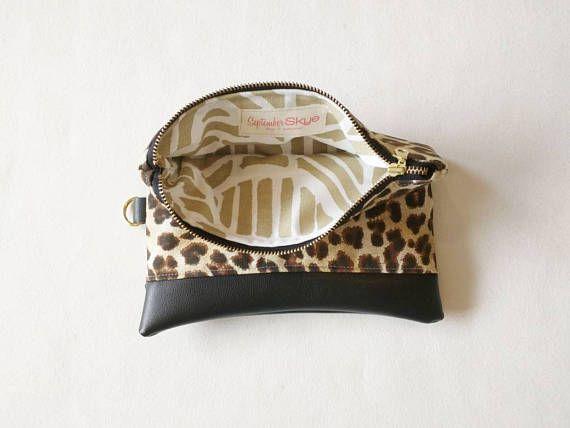 Leopardo de impresión con embrague negro cuero faux  día de