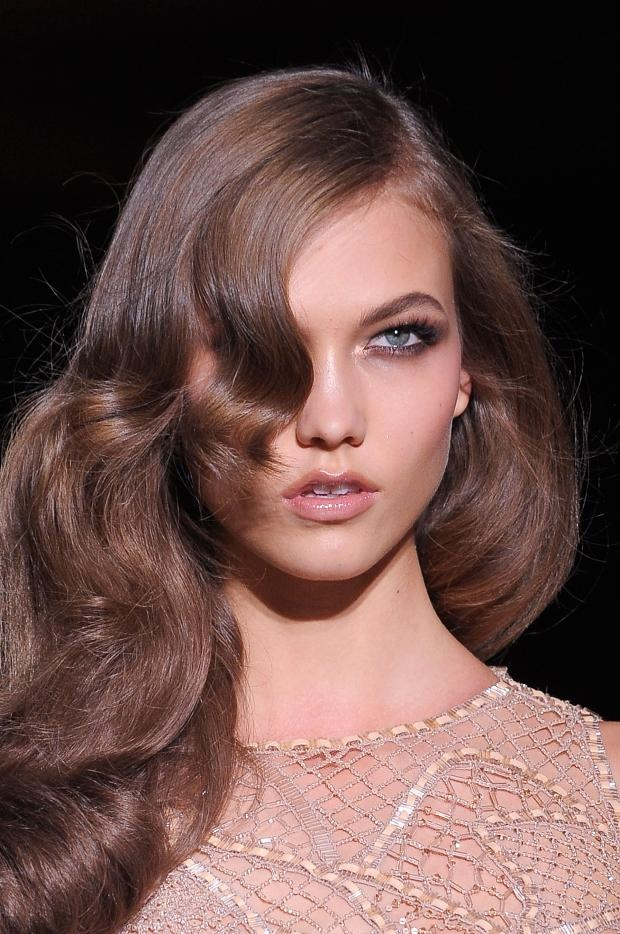 Karlie Kloss with Veronica Lake style curled hair. J'adore.    Versace Atelier Haute Couture