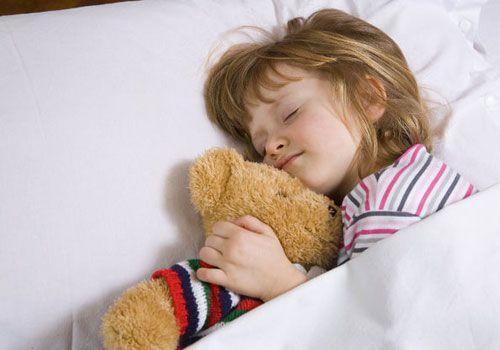 Ευεργετικός για τον εγκέφαλο ο παιδικός ύπνος