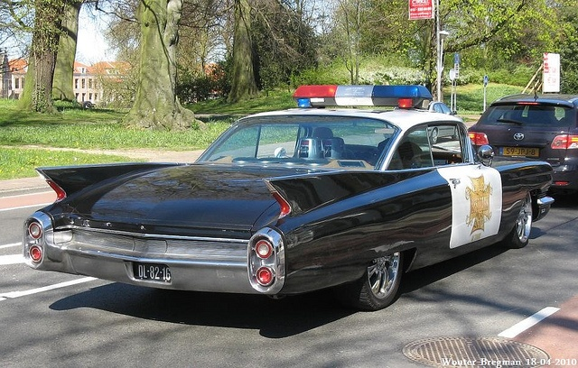 Shark Fin - Caddy Coupe DeVille Police car