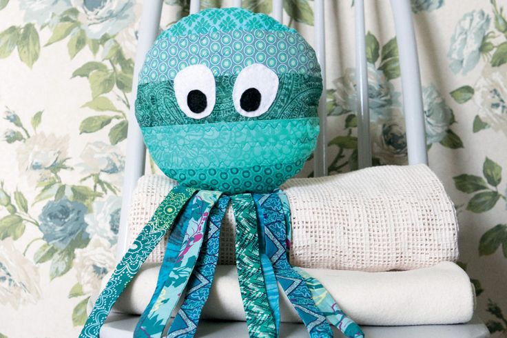 How to Make an Octopus Jelly Roll Softie #jellyroll #sewing #patchwork #animal #octopus