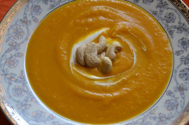 Γλυκοκολόκυθο σούπα με γιαούρτι...