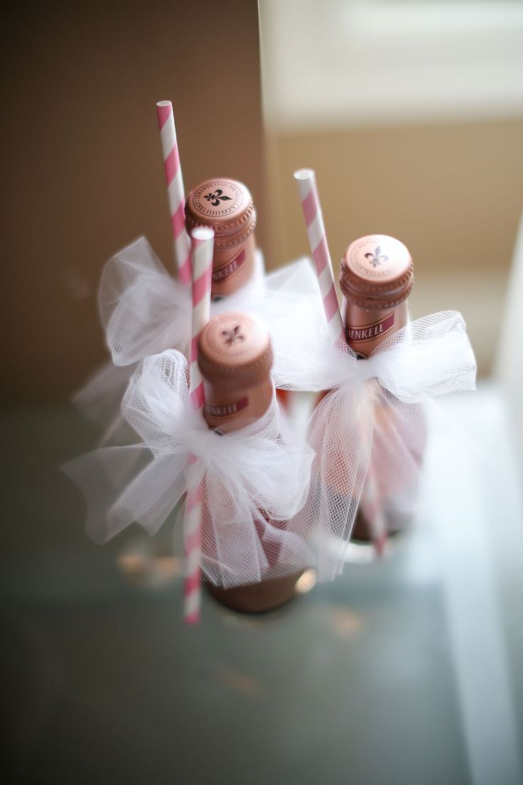 Mini champagne with straws for the morning of the wedding. Photography: This Moment Forever - thismomentforever.com