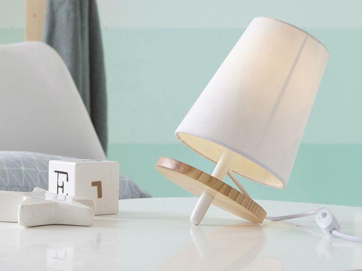 : Lampe à poser Toupie Matières : Base ovale en bois naturel Abat jour conique en coton avec contrecollage en PVC Dimensions : Hauteur totale : 28.5 cm Diamètre de l'abat...