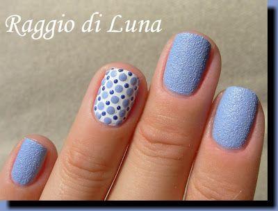 Textured blue dots on white - Raggio di Luna Nails