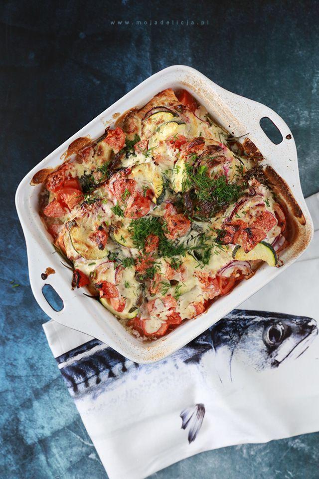 Pieczony łosoś z warzywami podany z młodymi ziemniaczkami z koperkiem / Baked salmon with vegetables #food #photography