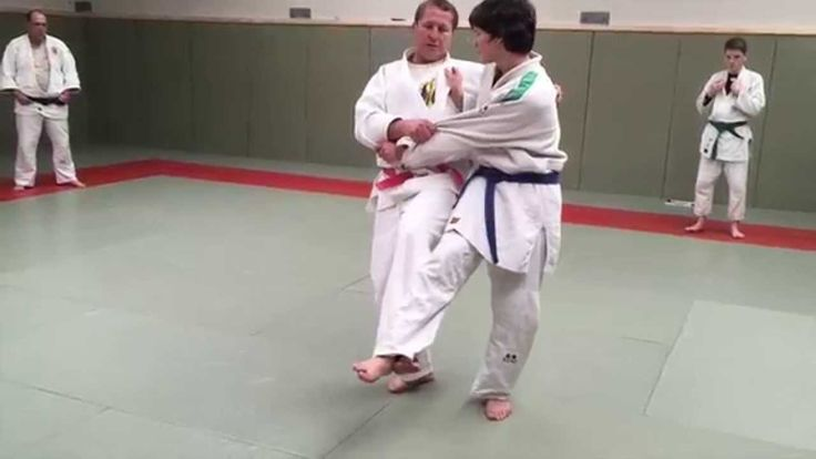 SIDE HOOK JUDO THROW. All about JUDO Yoko Gake Right to left grips. - YouTube