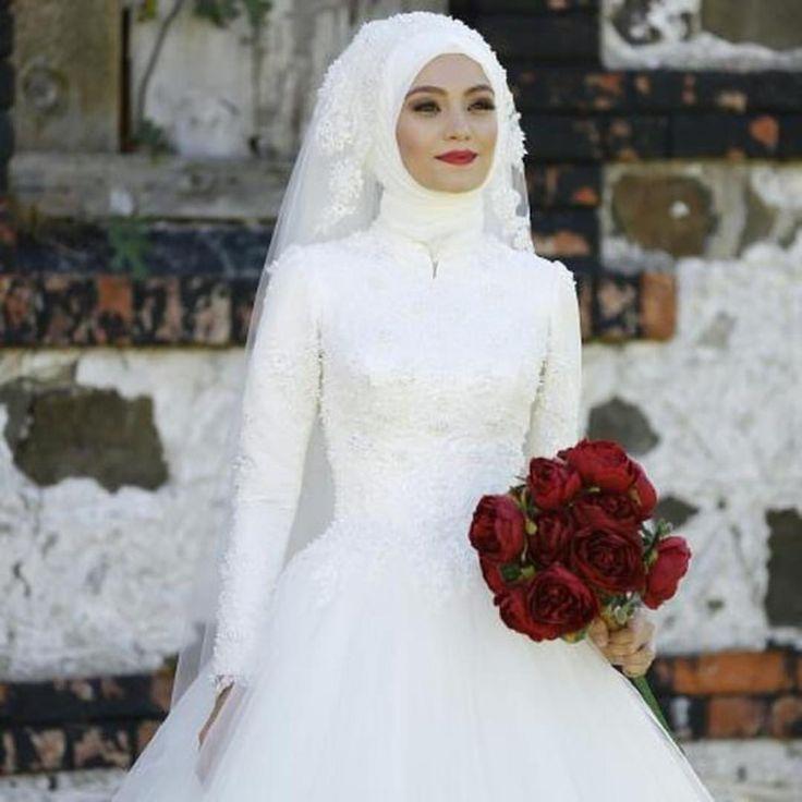 """2,592 Beğenme, 9 Yorum - Instagram'da Güzellik Ve Moda Evi (@dilamedkuafor): """"Benim güzel gelinim 💕👰💕#gelinbasi #gelinsaci #gelin #gelinlik #tesettür #türban #hijab #hijabstyle…"""""""