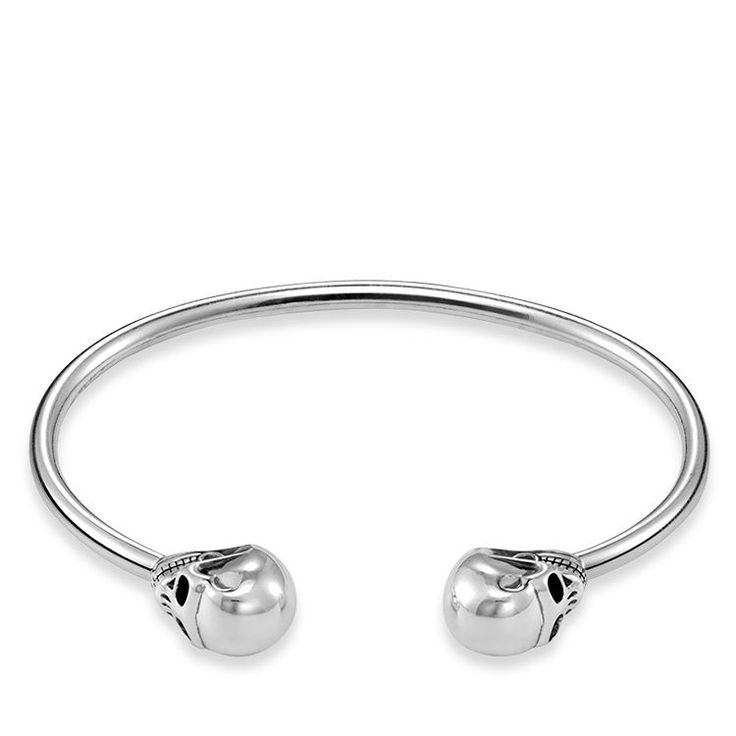 THOMAS SABO bangle from the Sterling Silver Collection. The Rebel bangle impresses with its sophisticated terminals with the rebellious skull design and can be placed around the wrist in a particularly gentle manner thanks to its special mechanism. [Artikeltabelle]Category:Bangle Material:925 Sterling silver, blackened Measurements:Width ca. 0,3 cm (0,108 Inch) Itemnumber:AR082-637-12[/Artikeltabelle]