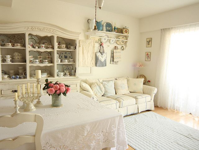 This Japanese seaside cottage is 70sq meters. A little grandma for me, but the china looks very pretty.