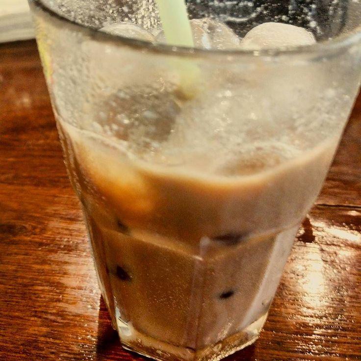 Sesempurna dan sebeda apapun segelas kopi kopi tetaplah kopi punya sisi pahit yang gabisa disebunyiin... Es kopi ini contohnya!  #eskopi