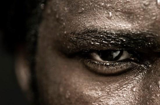 Заправка перед убойной тренировкой    В том, как пройдет твоя тренировка важную роль играет то, чем ты перед тренировкой в себя заправил. Перед тобой вариант просто мега крутого перекуса.    Ингредиенты:    • Творог - 300 грамм;    Творог - идеальный продукт для предтренировочного перекуса. Он является источником чистейшего казеина ( 70% от общего числа белка), который подпитает твои мышцы во время тренировки.    • Грецкий орех - горстка;    В этом достаточно много белка. Впрочем, и жиров…