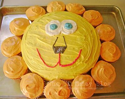 Lion cake using cupcakes for the mane.