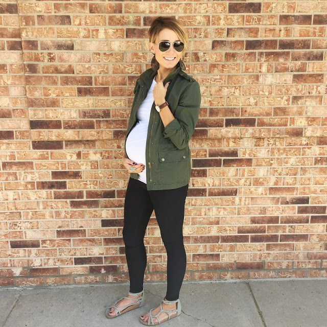 Olive and Camo for the win. Gorgeous everyday maternity outfit idea.