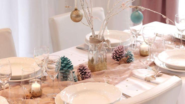 Réaliser une table de Noël facilement et sans rien dépenser ou presque, c'est possible ! Inspirez-vous de cette table de Noël aux tonalités pastel pour réaliser la vôtre. Vos invités vont être bluffés !