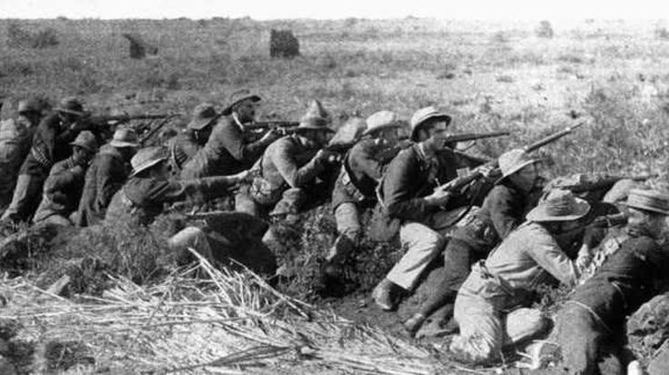 This is a picture from the second Boer war. It was a conflict over control of South Africa, after gold and diamonds were found between the Dutch and the British.