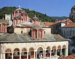 Το καθολικό και το κωδωνοστάσιο από τα βορειοδυτικά. / The katholikon and bell-tower from the northwest.