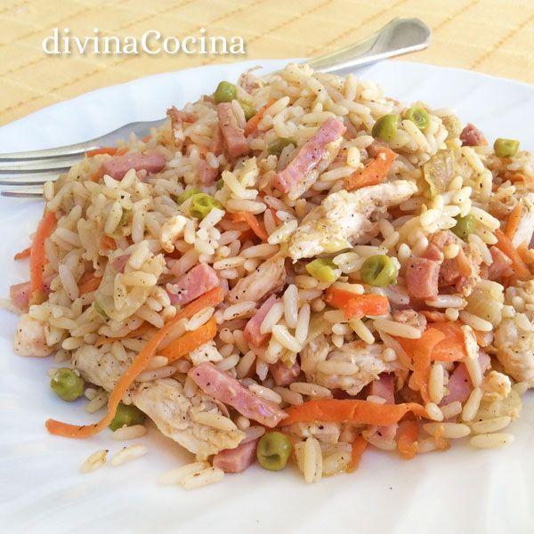Esta receta de arroz chino con pollo es una forma fácil y rápida de preparar un plato diferente con ingredientes muy sencillos y que siempre gusta a todos.