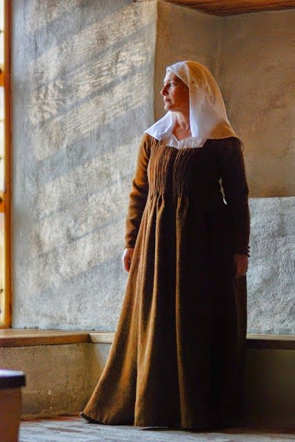 Dress from medieval Turku Finland, based on15th century textile fragment which was found during archeological excavations of Åbo Akademi´s Main building site, 1998. Masterpiece for handcraft master exam to Mynämäki School of Craft and Design. Recreation by Mervi Pasanen.