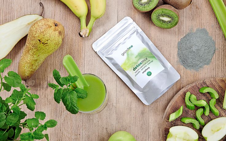 Our Detox Green sellerie Smoothie from Ursula Karven : with banana, apple, pear, sellerie, and detoxmix, natural superfood drink powder from goodme.