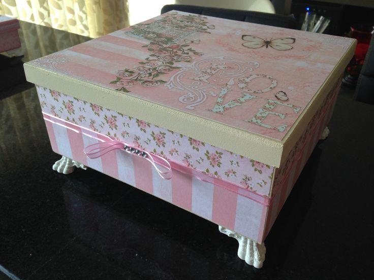 Lindíssima caixa grande em mdf decorada com tema borboleta.