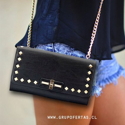 cartera negra con tachas