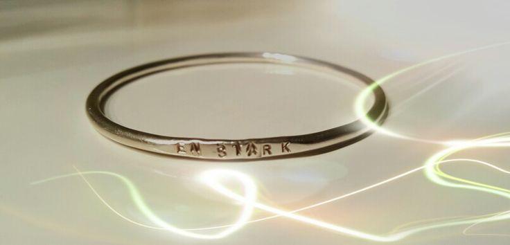 En Stark bracelet