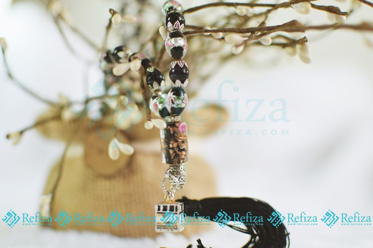 Tasbih cantik Black Rose dengan desain elegan yang siap menemanimu di Bulan Ramadhan. Yuk buruan di order.