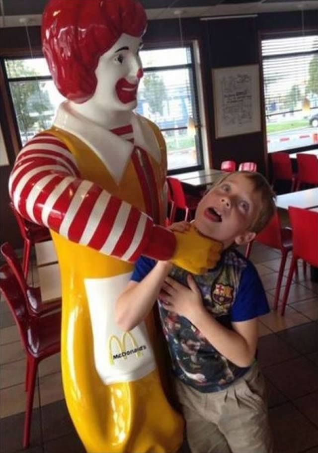 Happy Meal 30 Hilarious Pictures Taken With Statues • Page 2 of 6 • BoredBug
