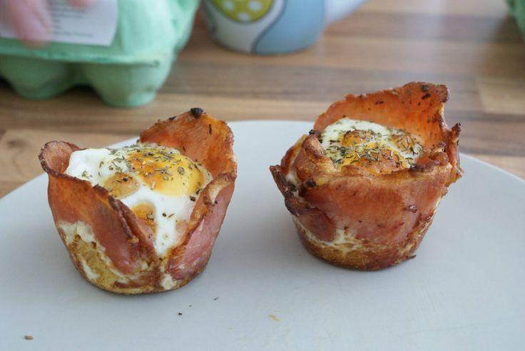 Breakfast Cupcakes: bacon, eggs, bread and mushrooms.