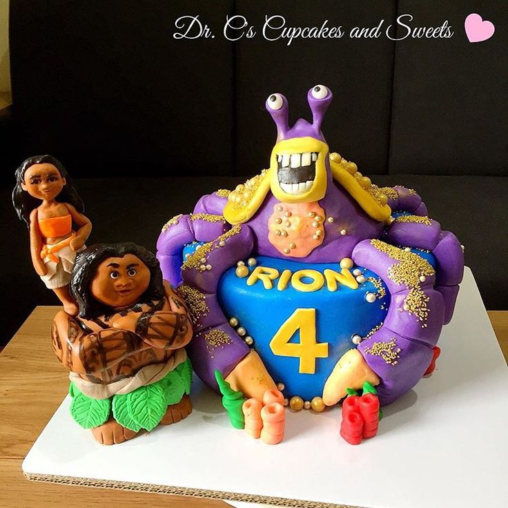 SHINEEEEHHHH  Nakaka-LSS.   Apparently, it's villain day today    yes, the kid wanted Tamatoa. He loves the mean, coconut crab who ate his grandma     #shinytamatoa #tamatoa #tamatoacake #moanamaui #moanamauicake #cakes #cakestagram #cakedesign #drcscupcakesandsweets