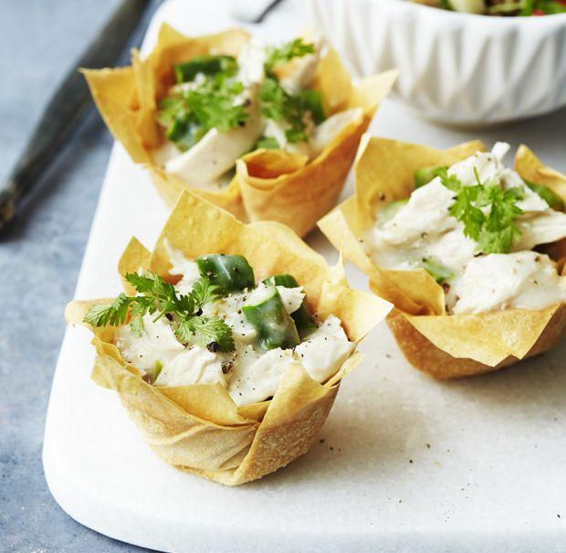"""Tarteletter, der betyder """"lille tærte"""", er et must i det danske køkken, og vi spiser dem især ved frokostbordet til de danske højtider. Her får du en nem trin-for-trin vejledning til den klassiske ret, men i en sundere udgave."""