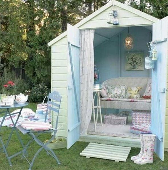 What a fabulous idea for a little back yard hidaway!