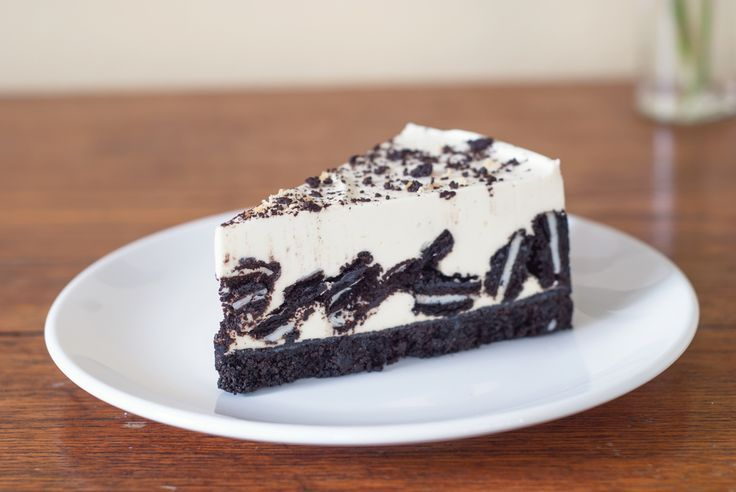 Ricetta Torta oreo - semplicissima, senza cottura, ecco come preparare la cheesecake con base biscotti oreo che sarà il dolce preferito da tutta la famiglia