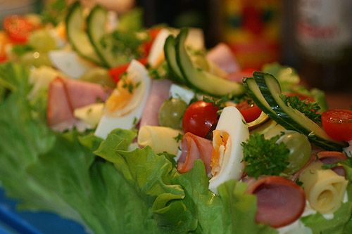 smörgåstårta! | http://kryddburken.se/2011/03/18/steg-for-steg-hur-du-gor-en-smorgastarta/