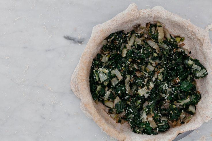 Torta salata con farina fi farro ripiena di bietole