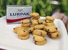 Εύκολη συνταγή για απολαυστικά μπισκότα βουτύρου με σταγόνες σοκολάτας από τα από τον Στέλιο Παρλιάρο και το Lurpak!
