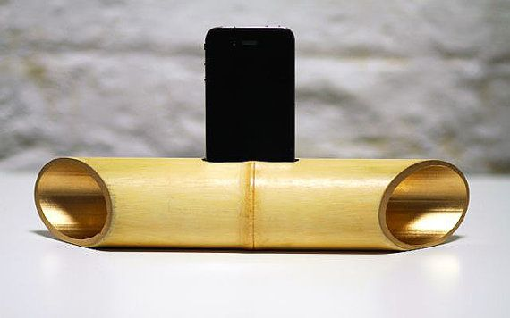 Bamboombox in gold: a natural bamboo speaker for iPhone, iPod, iPad mini and Samsung smartphones.