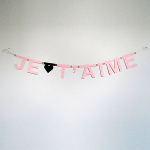 Banter Banner Je T'Aime, now featured on Fab.