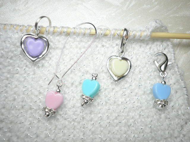 5 Maschenmarkierer / Reihenzähler Acryl Herzen pastellfarben, ein Mix aus Karabiner, Ringe und Schlinge für eine vielseitige Anwendung von Funny-Pen auf DaWanda.com