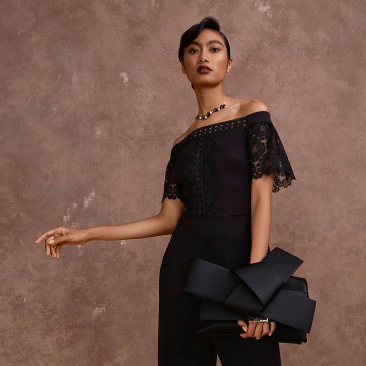 2,767 mentions J'aime, 22 commentaires – Ted Baker (@ted_baker) sur Instagram : « Try Ted's scarily good mix of Gothic glamour this #Halloween (Lace jumpsuit: LOREENA | Bow clutch… »