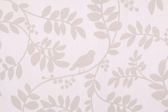 Rideau de douche de tissu gris taupey oiseau sur par HomeandHome