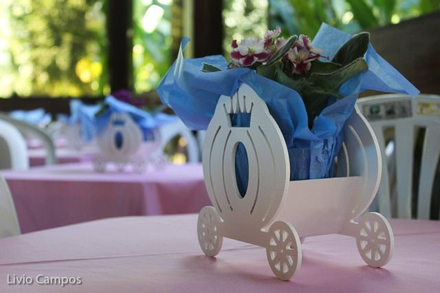 Table Décor at a Princess Cinderella Party #princess #cinderellaparty