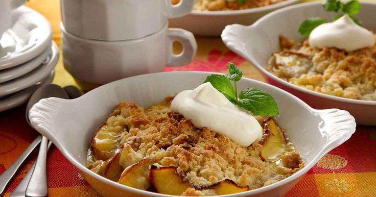 En annorlunda smulpaj med nektariner i fyllningen. En lättlagad och god paj till efterrätt som smakar gott med vispad grädde eller en klick vaniljglass.