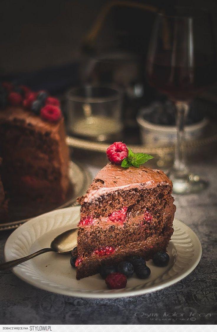 Musowy tort czekoladowy z malinami | Ósmy kolor tęczy -… na Stylowi.pl