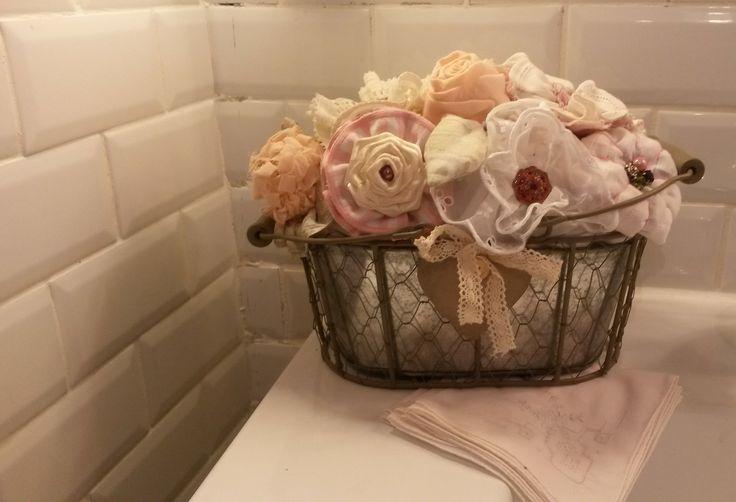 Bouquet de fleurs tissu rose, printanier et féminin dans une jardinnière galvanisée : Accessoires de maison par a-fleur-2-pots